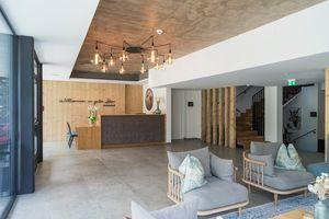 heller & moderner Eingangsbereich ©Martin Steinthaler (TINEFOTO)