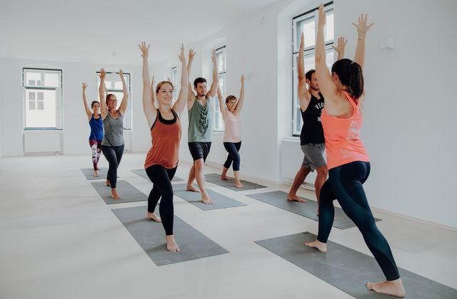 Yogaunterricht mit Mag. Sara Katu